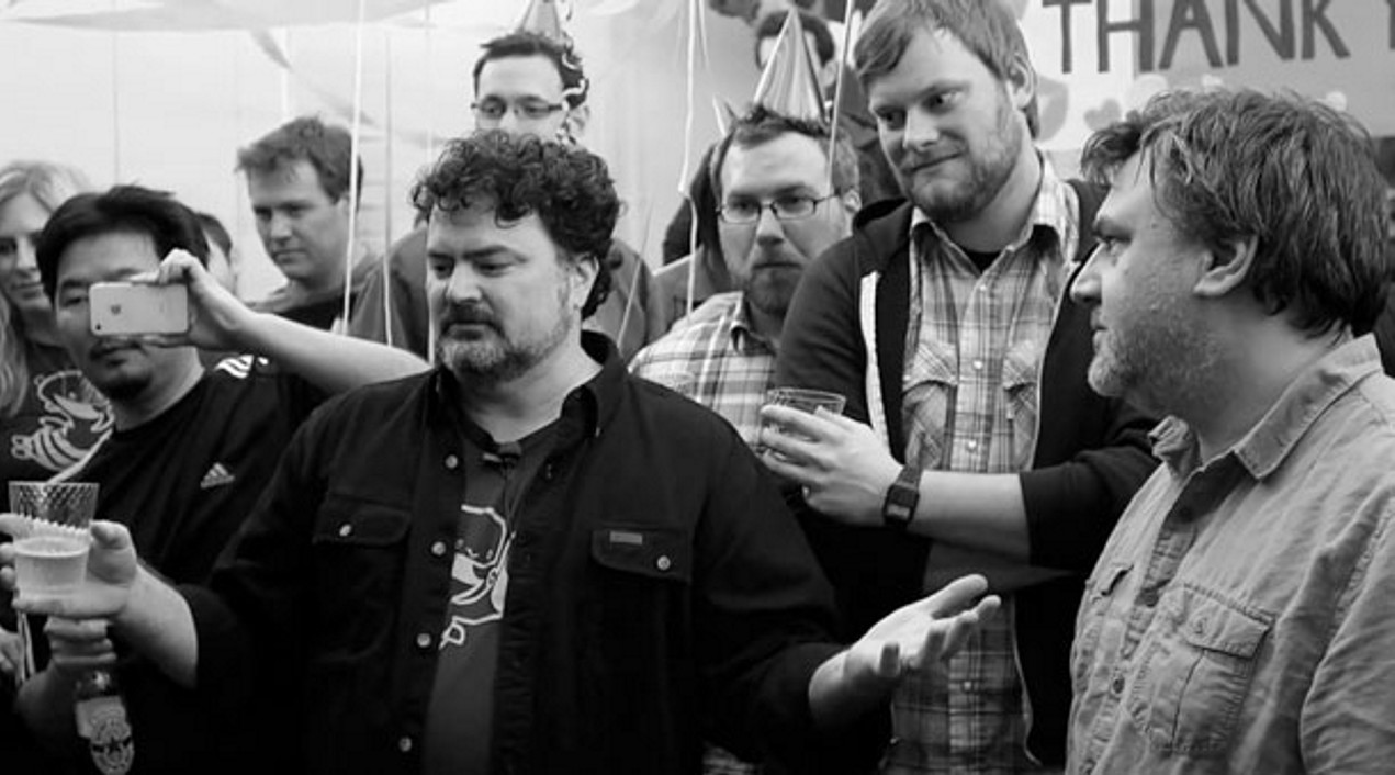 Tim Schafer i pracownicy Double Fine